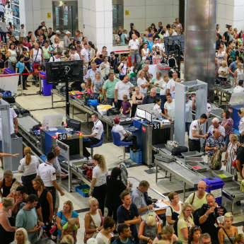 7 Ways to Dramatically Reduce Your Airport Queueing Time