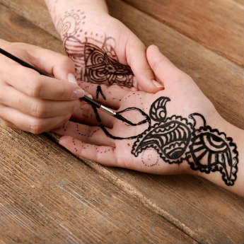 Warnings Issued After Brits Left Scarred From Henna Tattoos
